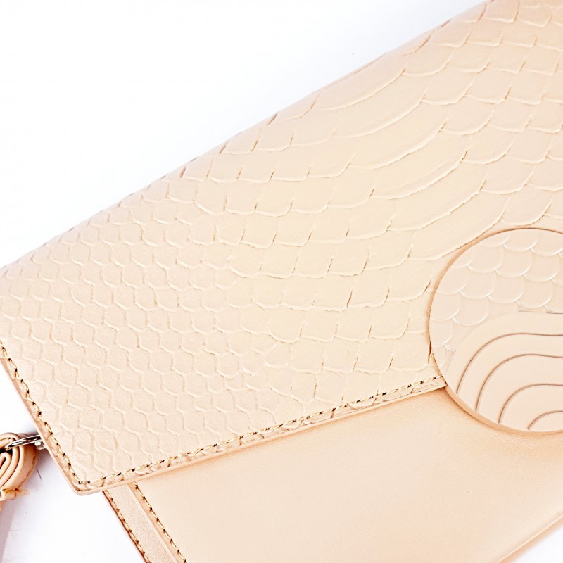 Бежова дамска чанта тип плик