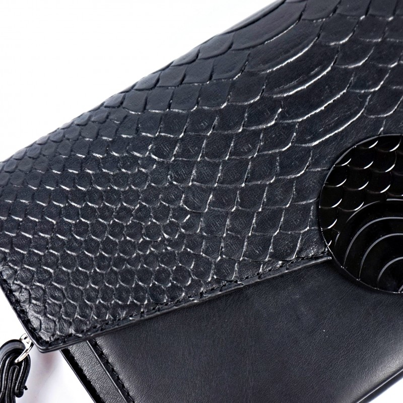 Черна дамска чанта тип плик