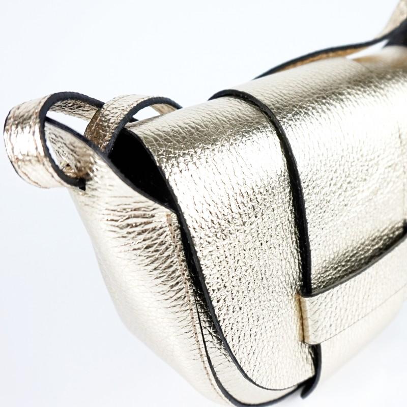 Малка дамска чанта от естествена кожа в златисто
