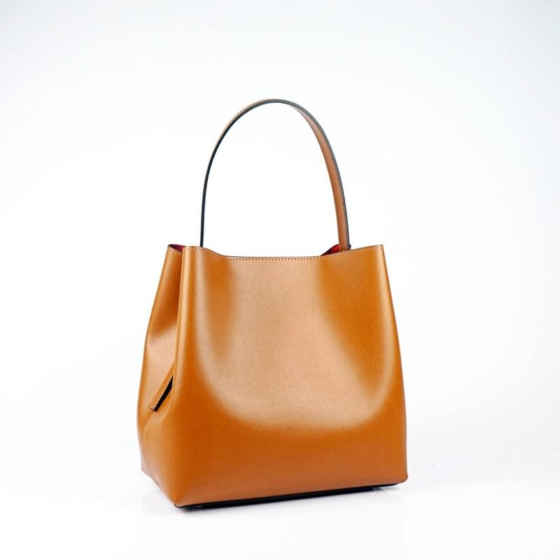 Дамска чанта от естествена кожа в цвят коняк