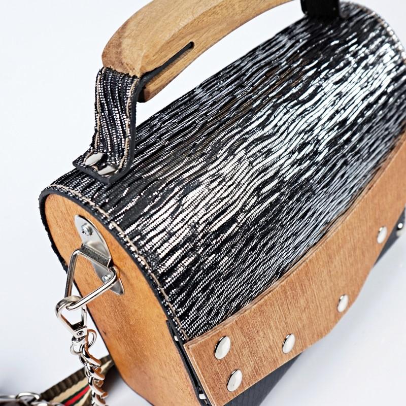 Ръчно изработена дървена чанта в черно и сребристо