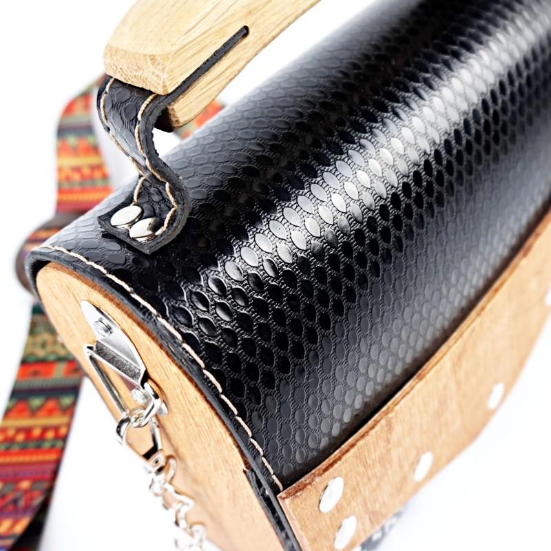 Ръчно изработена дървена чанта в черно със змийски мотиви