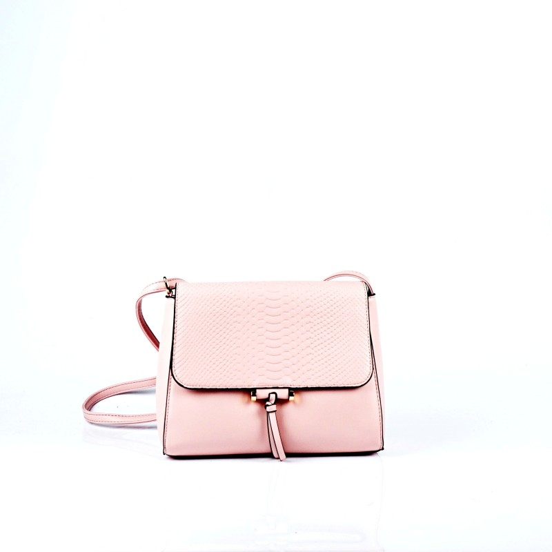 Дамска чанта през рамо в розово