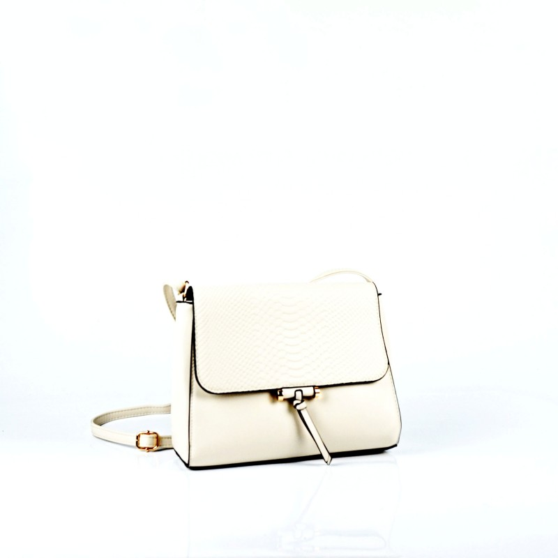 Бежова дамска чанта през рамо