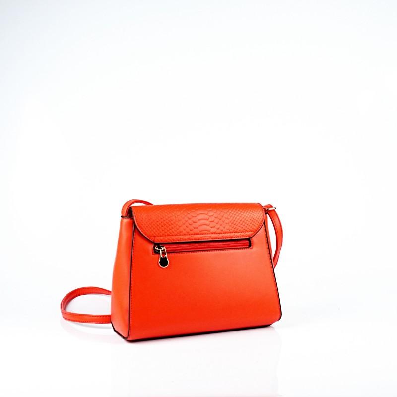 Дамска чанта през рамо в коралов цвят