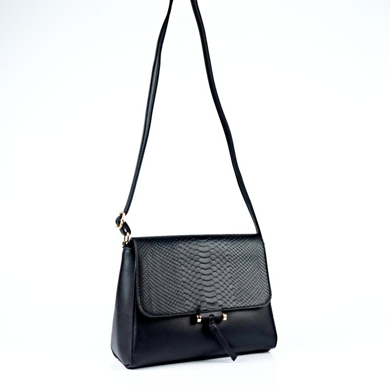 Черна дамска чанта през рамо