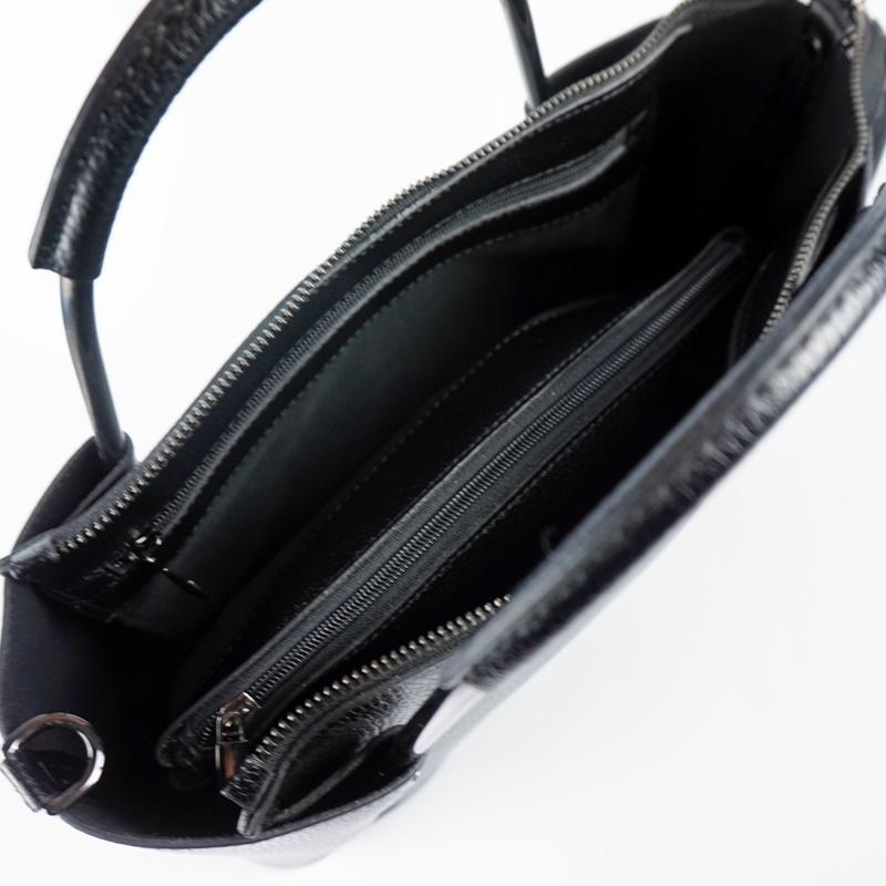 Стилна дамска чанта от естествена кожа в черен цвят
