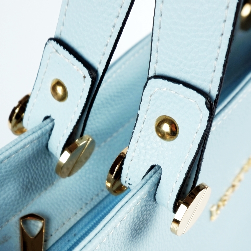 Ръчна чанта от еко кожа в светло син цвят