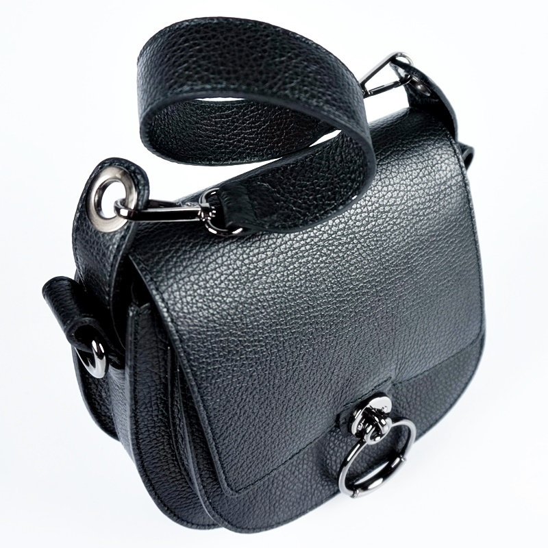Кожена чанта за рамо с метален ринг