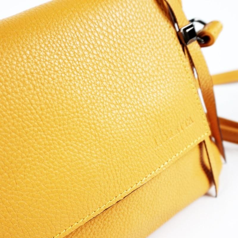 Малка чанта през рамо в жълт цвят