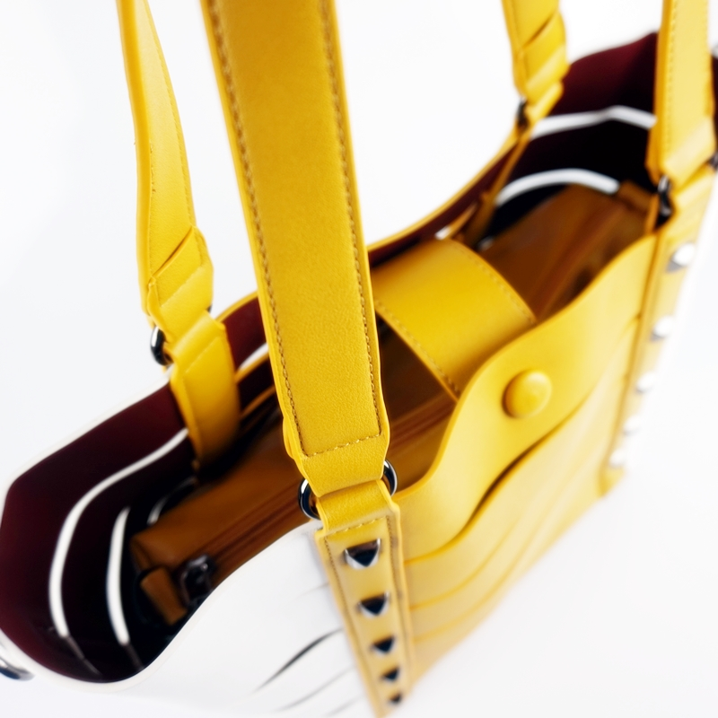 Двуцветна чанта тип кошница