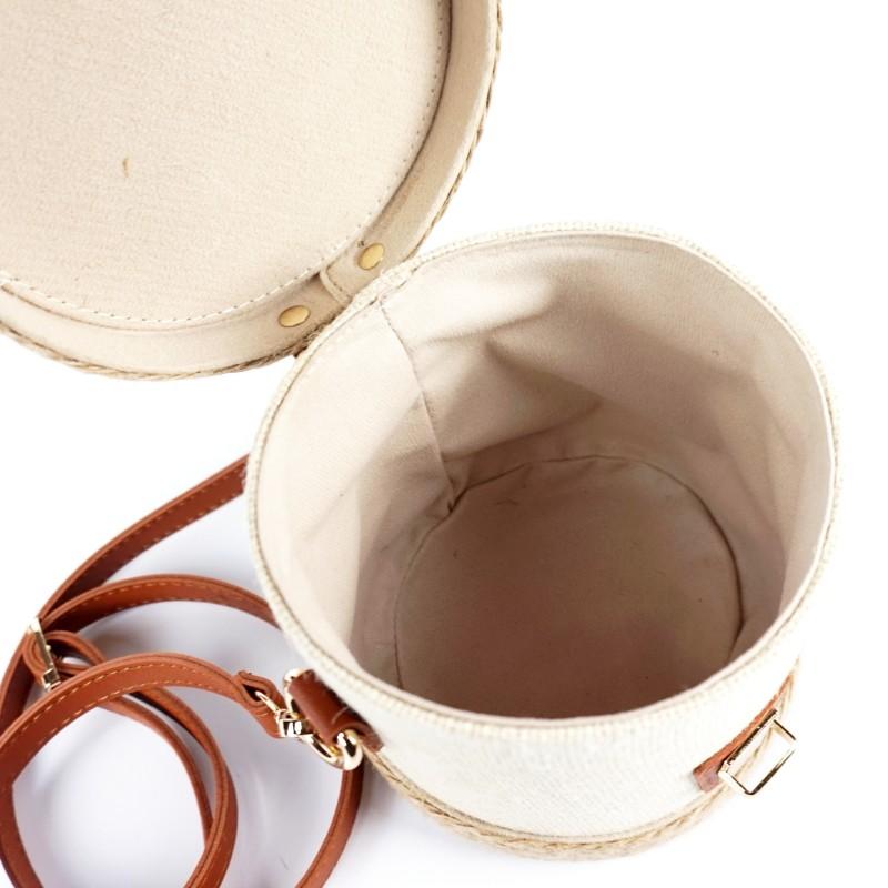 Кокетна плетена чанта тип цилиндър