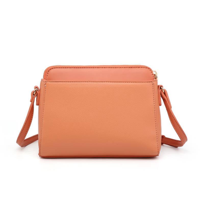 Малка дамска чанта през рамо в черен цвят
