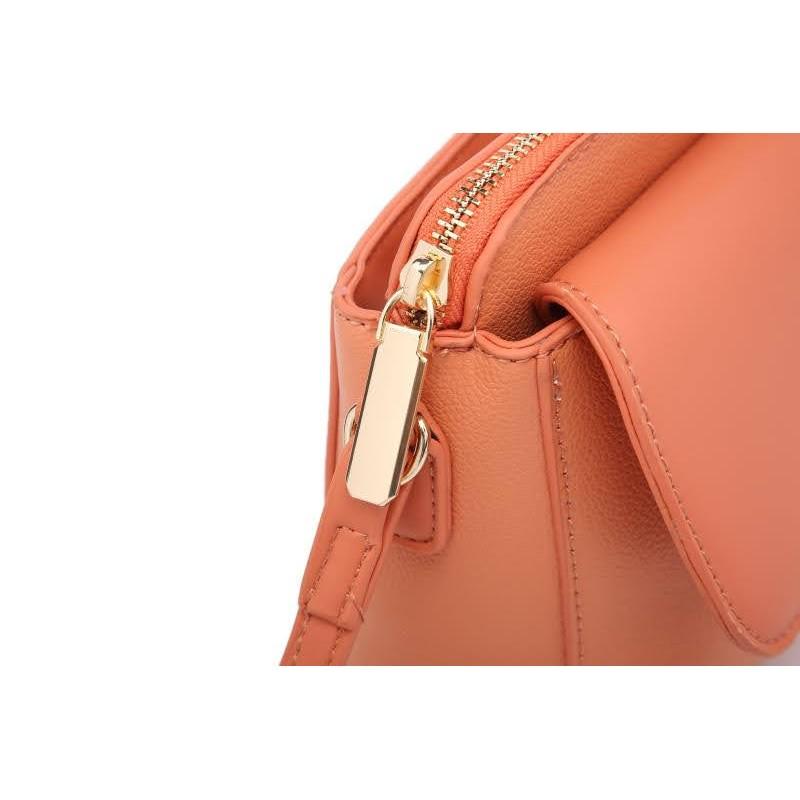 Малка дамска чанта през рамо в червен цвят