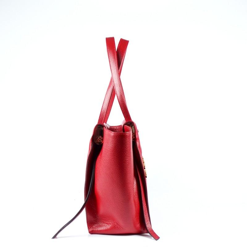 Елегантна и просторна дамска чанта от естествена кожа