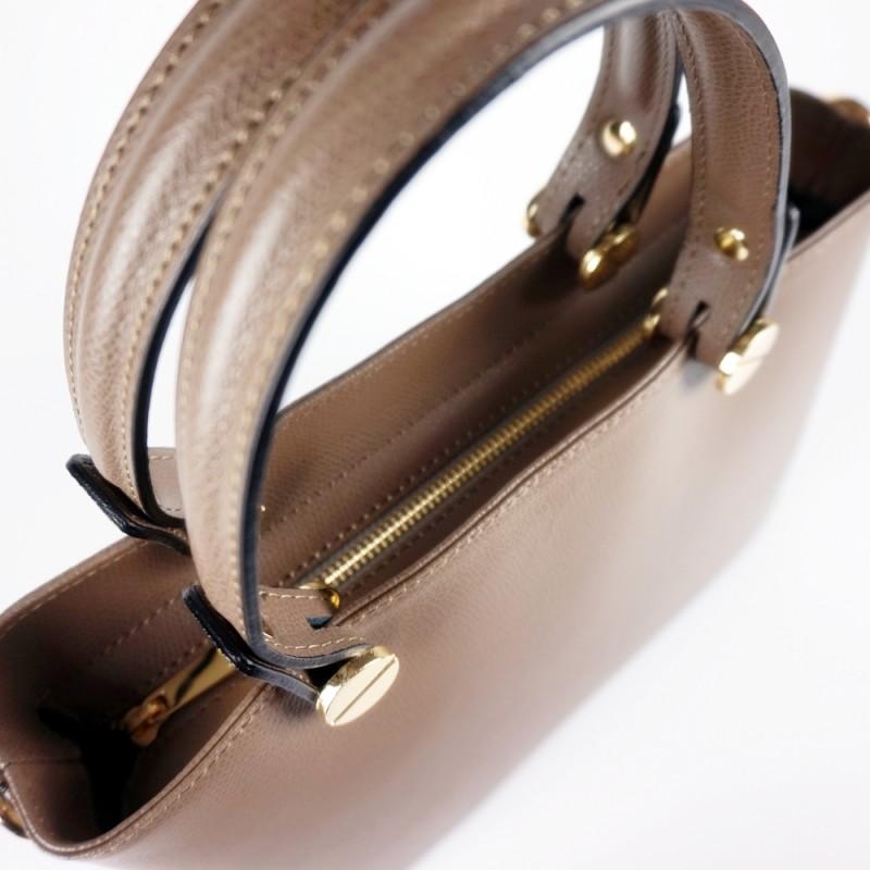 Кожена чанта с изчистен дизайн